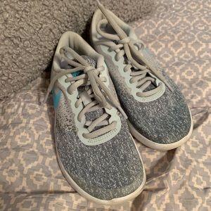 Girls Nikes sz 4